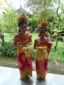 amazing balinese dancers
